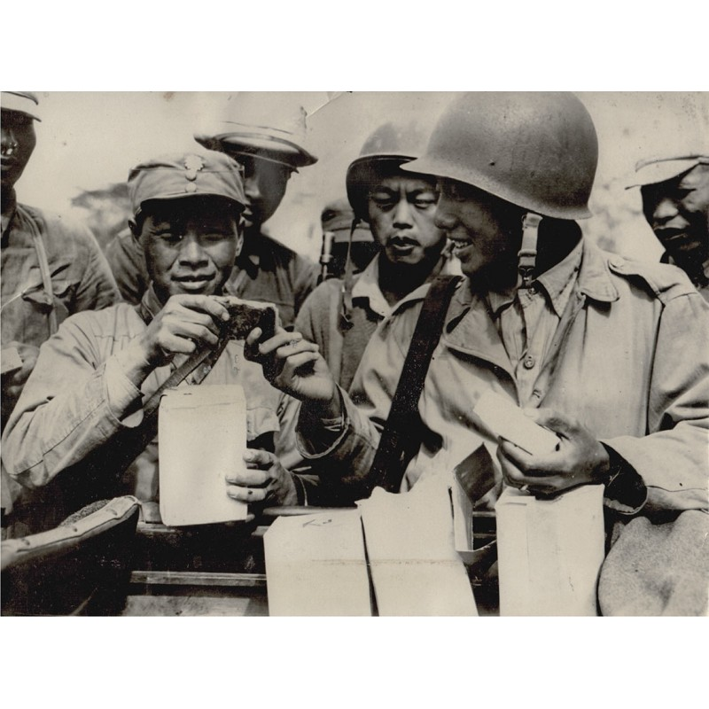 U.S. Signal Corps: Two Chinese Forces Meet in Burma. Original Fotografie (1944-45)