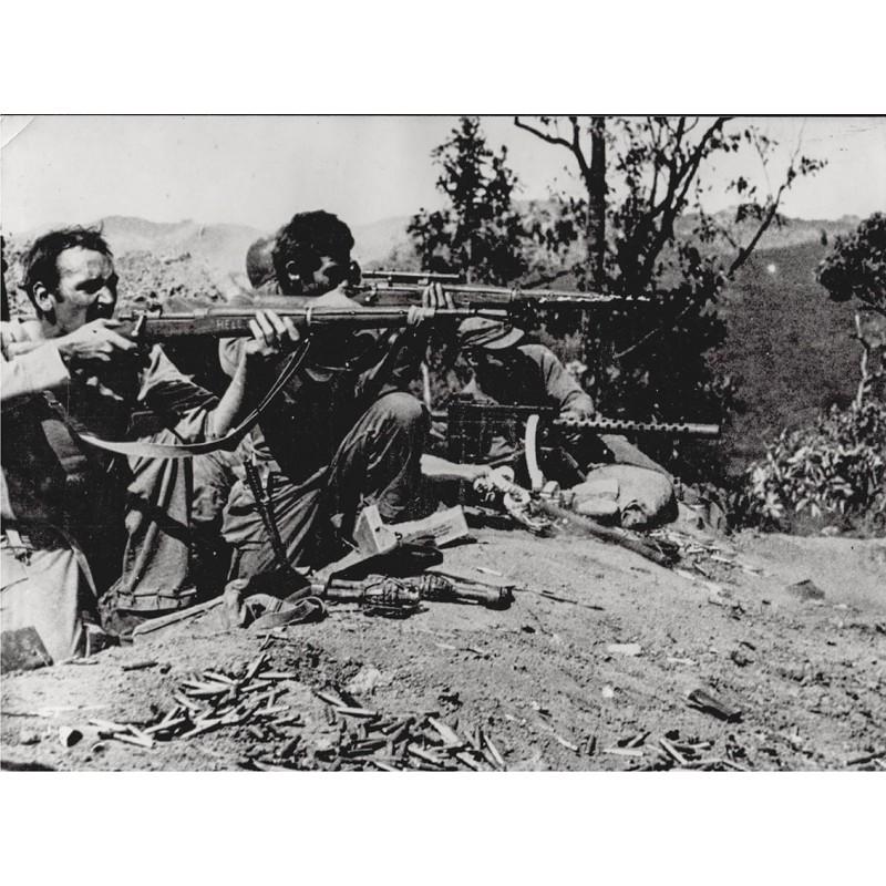 U.S. Mars Task Force Unit Attacks Japanese in Burma Road Sector. Original Fotografie (1945)