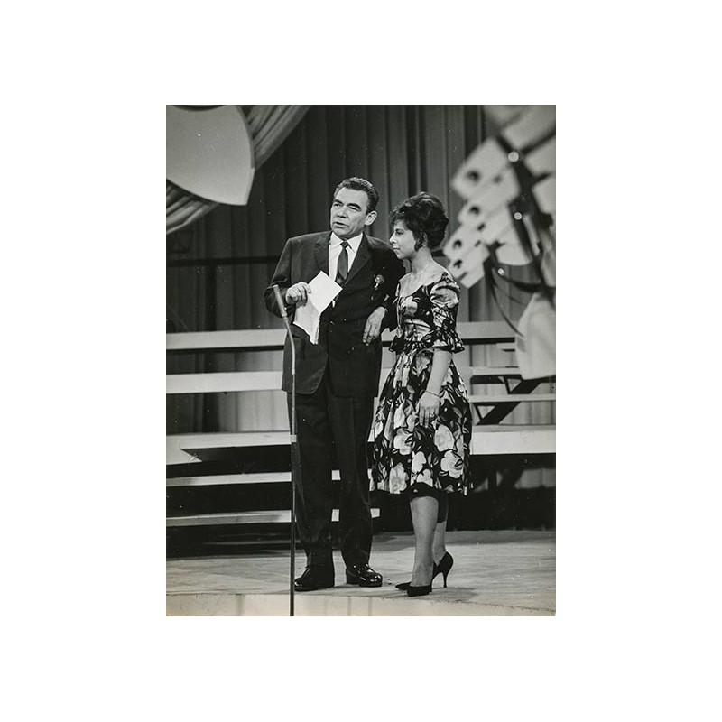 """Peter Frankenfeld in der Talente-Show """".. und Ihr Steckenpferd?"""" Original-Fotografie (1963)."""