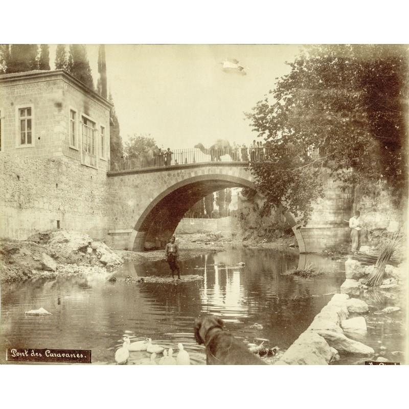Historische Fotografie mit Ansichten aus Smyrna (Izmir): Pont des Caravanes. Karawanenbrücke. Original Fotografie (ca. 1898).