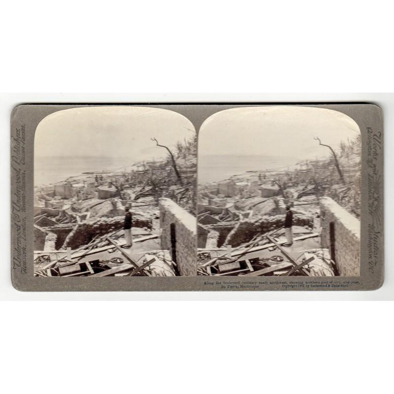 Vulkanausbruch in Stereo Fotografie: Zerstörung der Stadt St. Pierre auf Martinique. Stereo-Fotografie (1902).