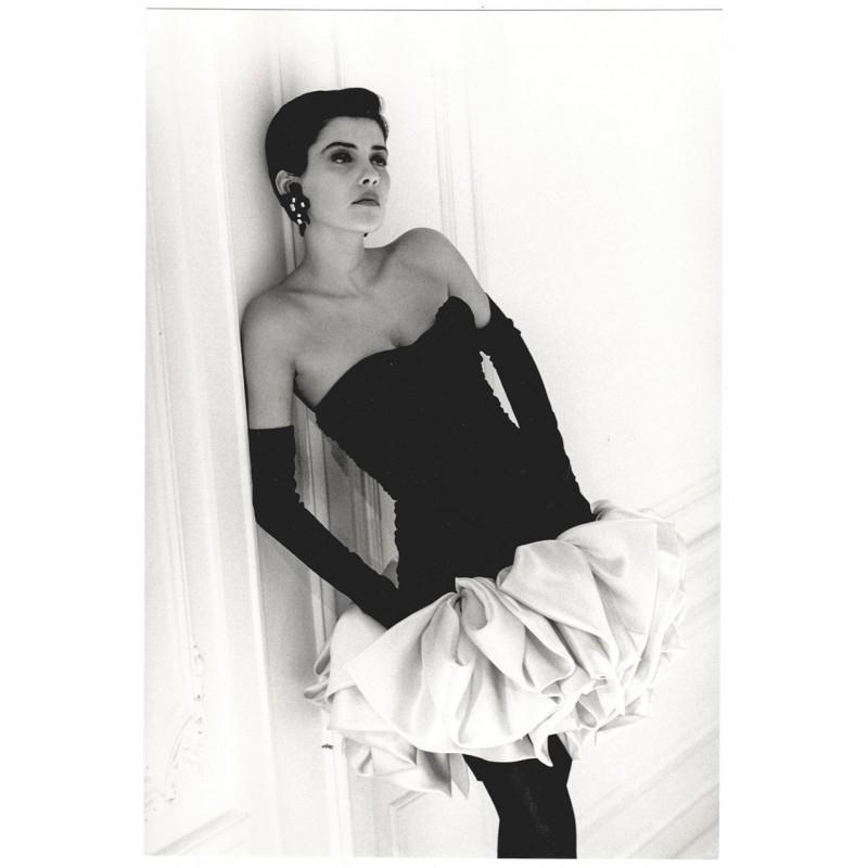 Mode-Fotografie - MARTINEAU, Guy: Robue de verlours de soie. Original-Fotografie (1987)