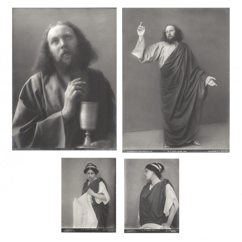 Passionsspiele Oberammergau 1910. Zwei Original Fotografien. Silbergelatine-Abzüge (1910)