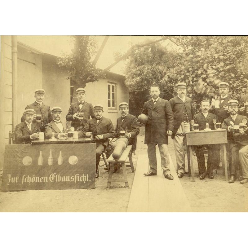 """Kegelclub mit Vereinsheim (oder Gasthaus) """"Zur schönen Elbaussicht"""". Original-Fotografie. Albumin-Abzug (ca. 1890)"""