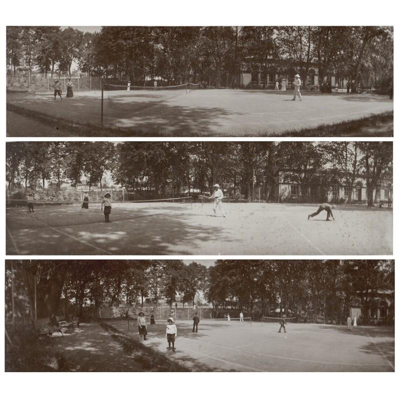Tennisspieler in Aktion. Drei Original Panorama Fotos. Albuminabzüge (?) (ca. 1900)