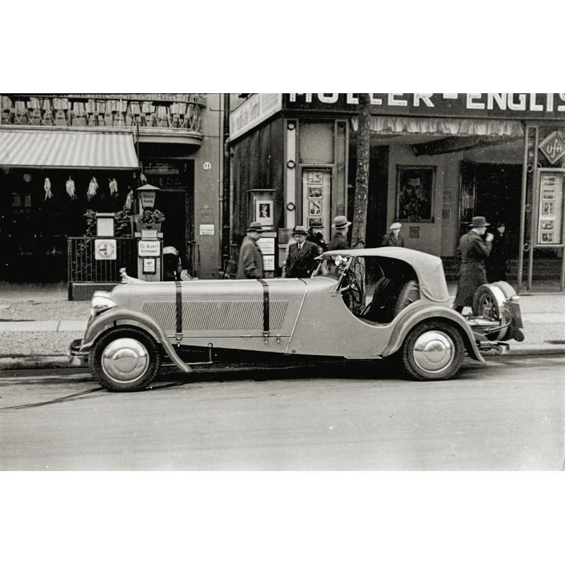 Hispano Suiza Automobil vor einem Kino. Original Fotografie (ca. 1930 - Abzug aus den 1960er Jahren)