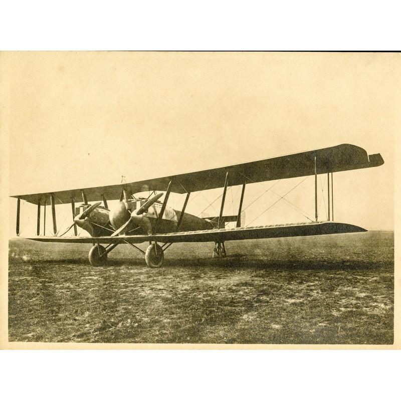 Zweimotoriger Doppeldecker. Original-Fotografie - Silbergelatine-Abzug, braun getont (ca. 1920)