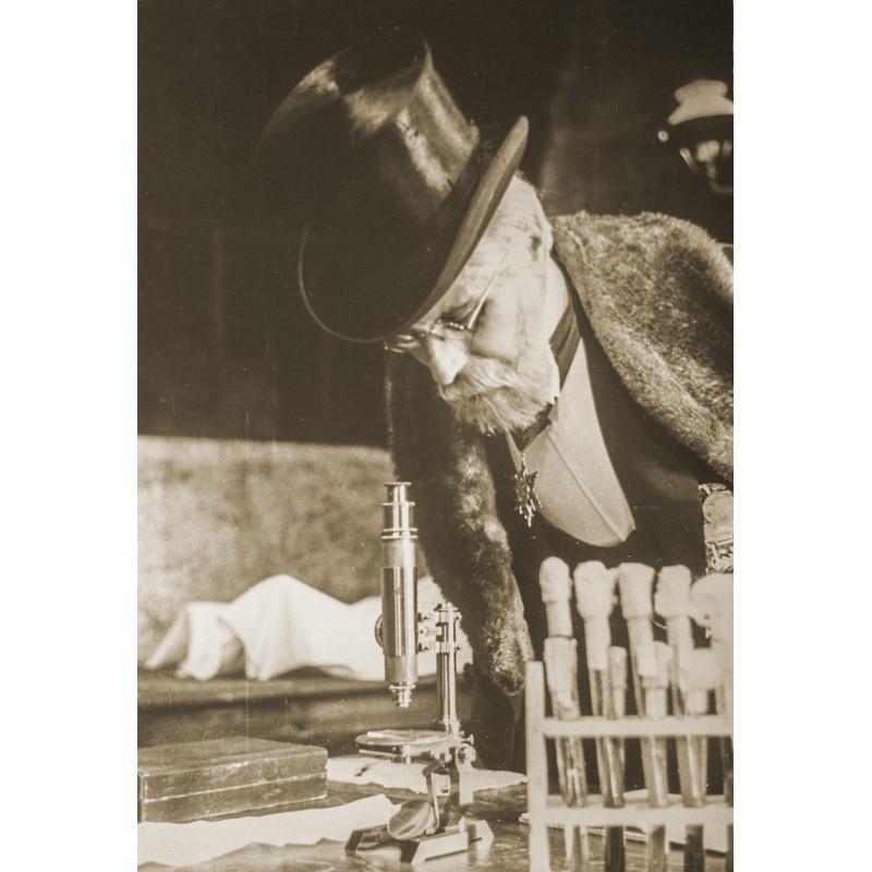 Schorer, Joseph: Wissenschaftler beim Studium. Original-Fotografie (1920er Jahre, späterer Abzug)