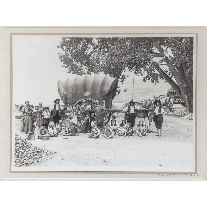 Vevey: Disguising scenery: Gipsy's carriages with dressed up children and adults. Original photography (approx.1925).