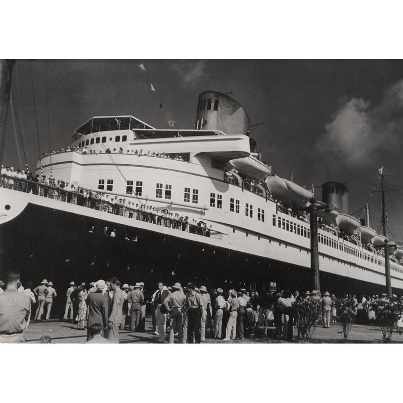 "TSCHIRA, Hanns: Schnelldampfer ""Bremen"" im Panamakanal. Original-Fotografie (1939)"