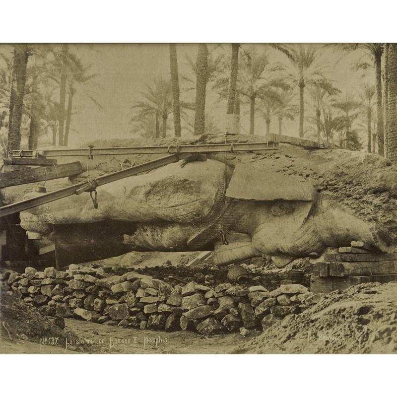 Sarolides, G.: La Statue de Ramses II Memphis. Original-Fotografie. Albumin-Abzug (1880er Jahre).