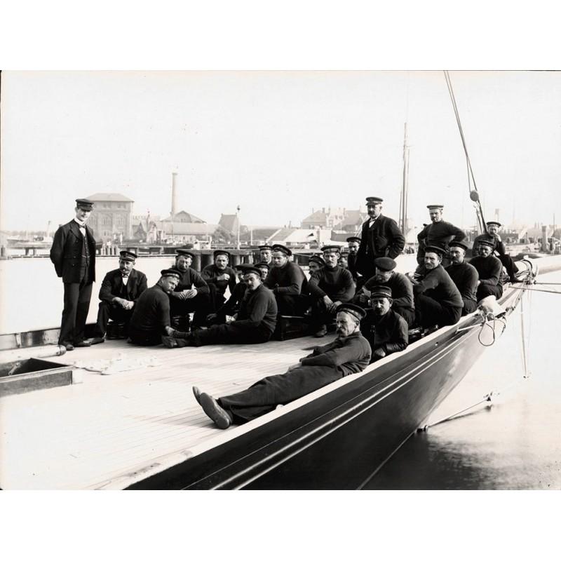 Breuer, Hans: Kaiser Wilhelm II: Des Kaisers S.M.S. Yacht Meteor: Die Besatzung. Original Fotografie