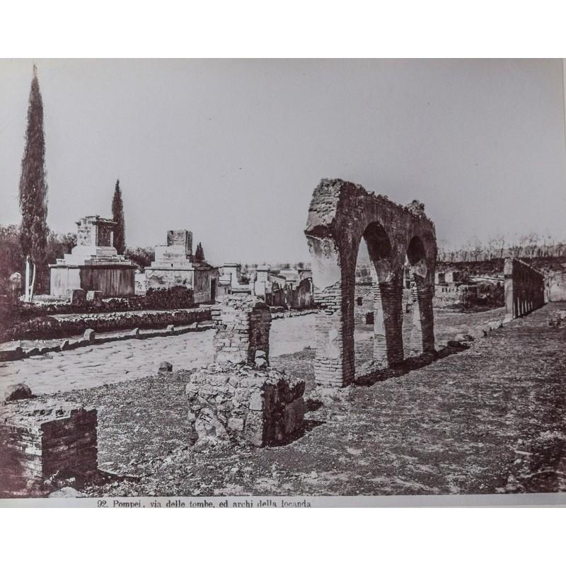 SOMMER, Giorgio: Pompei. Via delle tombe, ed archi della locanda. Albumin-Abzug (vor 1865).